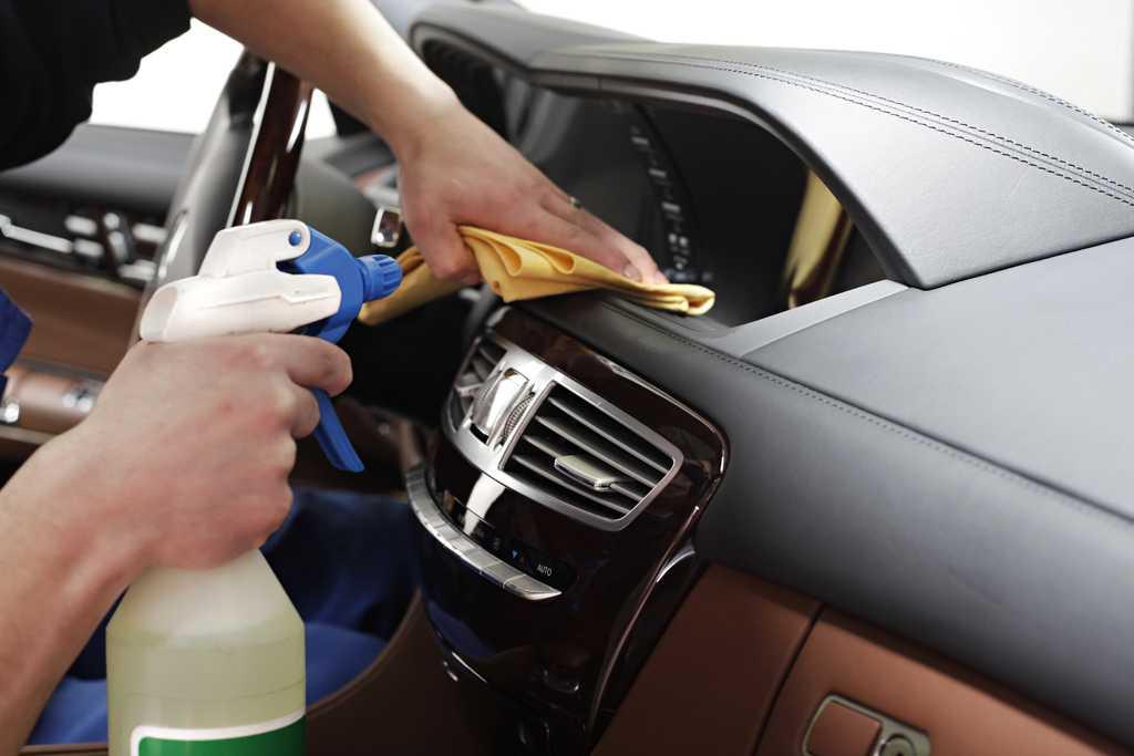 Сколько стоит химчистка салона автомобиля